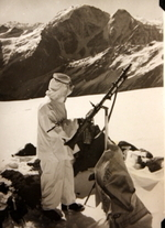 German mountain soldier with MG 34 machine gun, date unknown