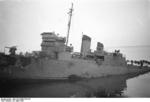 HMS Cambeltown wedged in the dock gates of Saint-Nazaire, France, 28 Mar 1942, photo 06 of 10