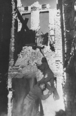 Soviet troops fighting in the ruins of Stalingrad, Russia, 2 Sep 1942