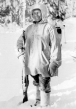 Simo Häyhä posing with his honorary M/28-30 rifle, 1939-1940