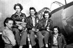 Eveyln Sharp (center) with other WASP pilots, 1943