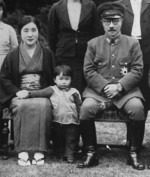 Hideki Tojo with wife Katsuko and granddaughter Yuko, 1941