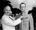 Wainwright decorated with Medal of Honor by US President Truman 14 Sep 1945, photo 1 of 2
