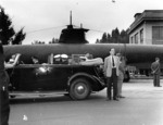 Roosevelt touring Mare Island Naval Shipyard, Vallejo, California, United States, 24 Sep 1942, with Japanese midget submarine Ha-19 in background