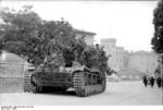 Camouflaged German Army Hornisse/Nashorn tank destroyer, Italy, 1944, photo 2 of 2