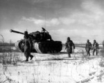 Men of US 1st Marine Division with M26 Pershing tank near Chosin Reservoir, Korea, Dec 1950