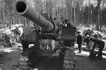 Soviet 203 mm Howitzer M1931 (B-4) field gun and crew, Moscow, Russia, 1 Oct 1941