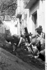 German paratroopers with 8 cm GrW 34 mortar, Italy, 1943, photo 2 of 2