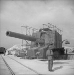 BL 15 in coastal gun of the Wanstone Battery, St Margaret-at-Cliffe, England, United Kingdom, 18 May 1942, photo 2 of 2