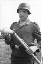 German Luftwaffe soldier with Panzerfaust 30 klein, Russia, 1944, photo 1 of 4
