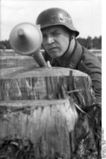 German Luftwaffe soldier with Panzerfaust 30 klein, Russia, 1944, photo 3 of 4