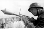 German Luftwaffe soldier with Panzerfaust 30 klein, Russia, 1944, photo 4 of 4